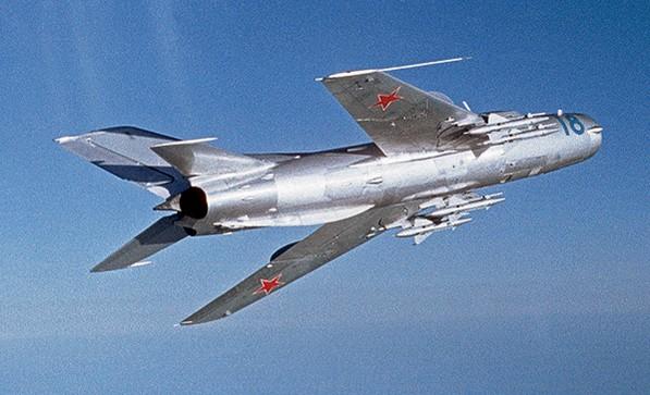 МиГ-19 - реактивный истребитель второго поколения