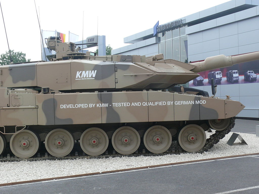 The turret and hull sides of the Leopard 2A7+ are fitted with additional armour modules
