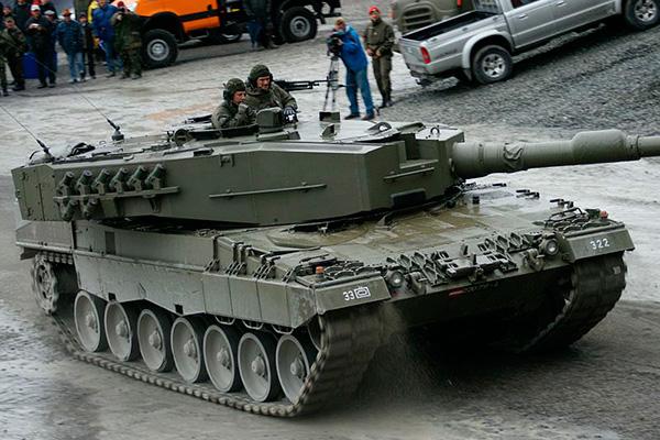 http://oruzhie.info/images/stories/tanki-04/leopard-2a4.jpg