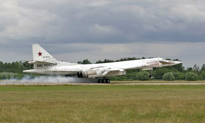 """Ту-160 """"Белый лебедь"""" стратегический ракетоносец-бомбардировщик"""